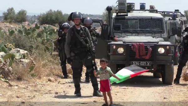 Palestinian child confronts soldiers looking for instructions