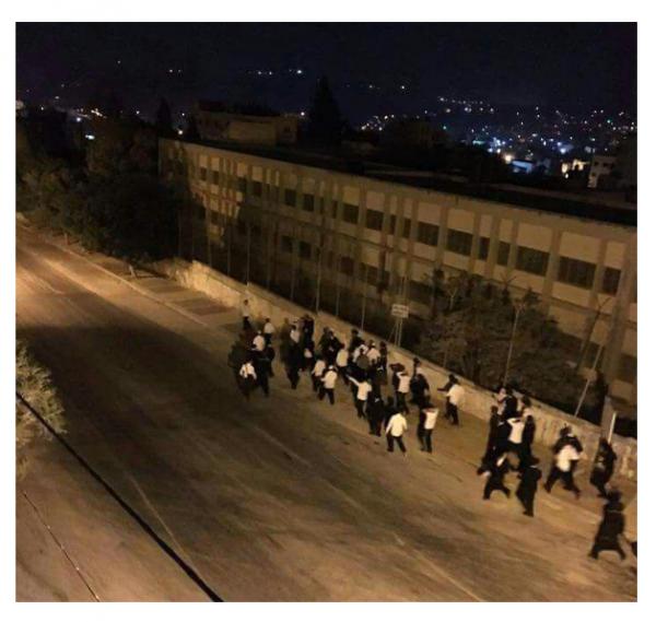 Breslau Hasidim Flee the Bus | (credit: Ynetnews.com