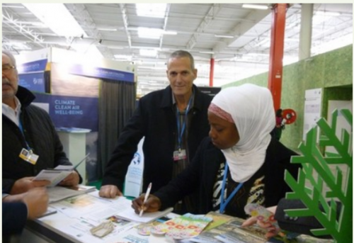 [Visitor from Ghana at the JNF-KKL pavilion at COP21 | Credit: KKL-JNF]