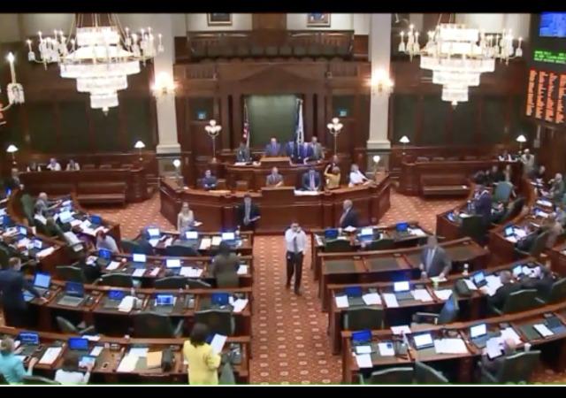 http://wgntv.com/2017/06/01/illinois-lawmakers-fail-to-pass-budget-miss-spring-deadline/