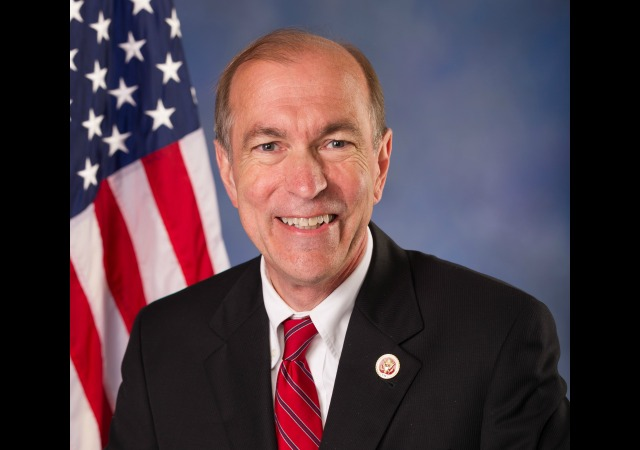 https://upload.wikimedia.org/wikipedia/commons/b/b9/Scott_Garrett_official_congressional_photo.jpg