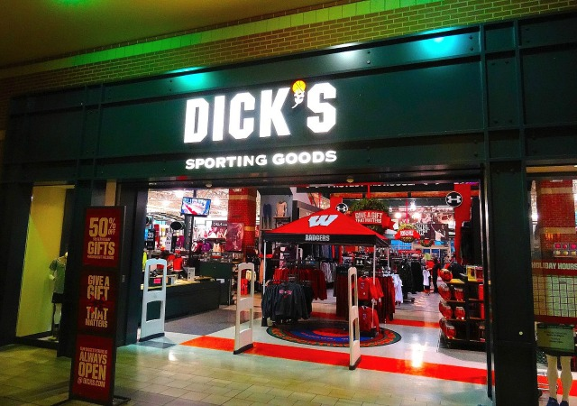 https://commons.wikimedia.org/wiki/File:DICK%27S_Sporting_Goods%C2%AE_-_panoramio.jpg